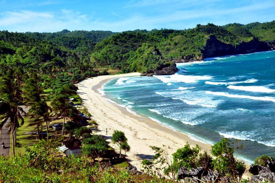 Pantai-Pacitan-super-Adventure