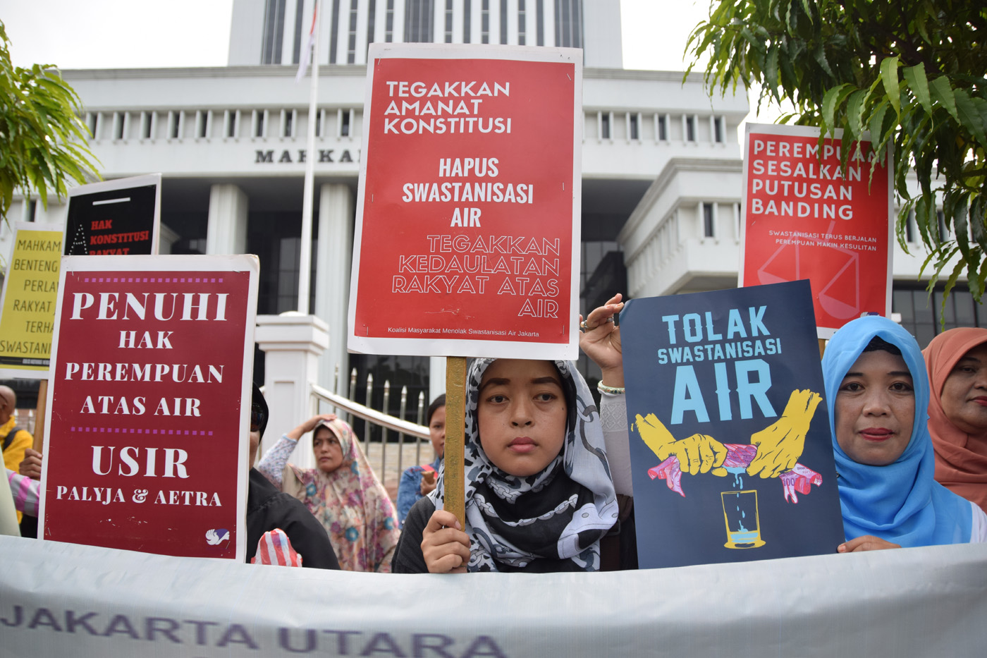 Demo privatisasi air