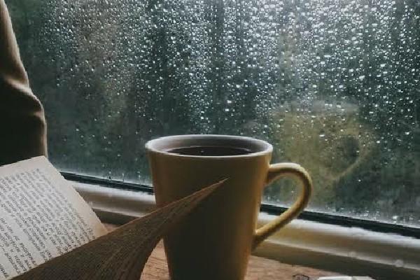 Nikmatnya Liburan di Rumah Saat Hujan
