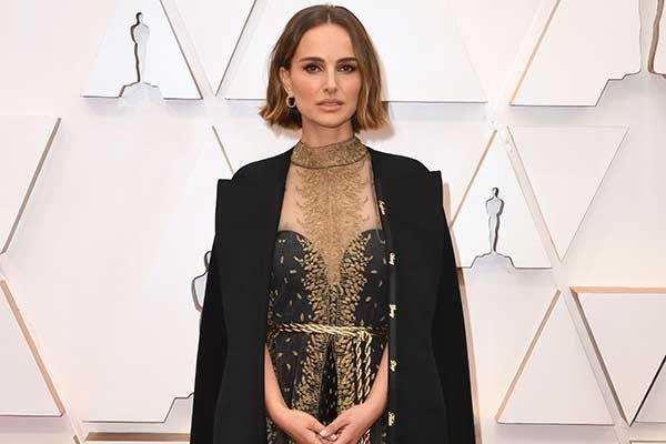 Natalie Portman Lakukan Aksi Protes Lewat Gaunnya di Oscar 2020