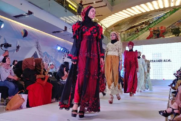 Kamini Expo, Jadi Ajang Fashion Show Terakhir Desainer Riana Martasari (Alm)
