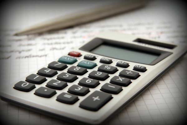 Calculator2-accounting-adviser-advisor-159804-pexel-pic-600×400