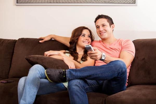 15 Ide Romantis Kencan di Rumah