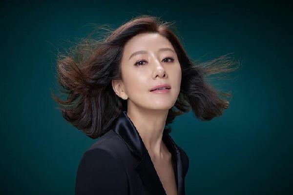 Gaya Elegan Ji Sun Woo dalam The World of The Married