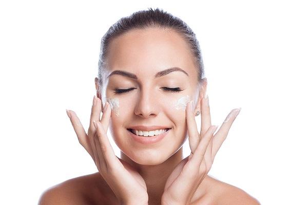 Pentingnya Pakai Skincare, Meski #DiRumahAja