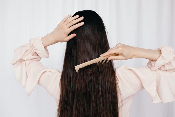 Memilih Sisir Sesuai Jenis Rambut