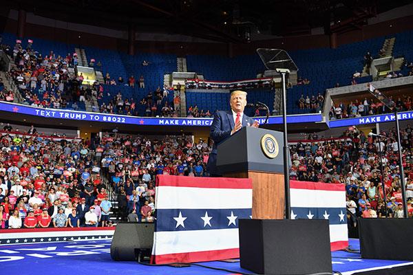 Penggemar TikTok dan K-Pop Sebabkan Kampanye Donald Trump Sepi dan Boros