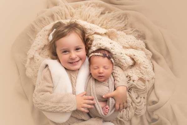 Bayi Perempuan Lahir Setelah Embrionya Dibekukan 27 Tahun