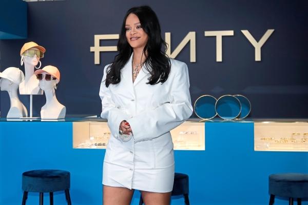 Belajar dari Kegagalan Bisnis Fashion Rihanna
